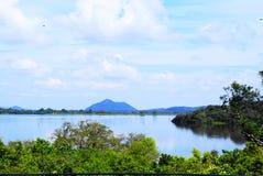 Vista laterale del grande lago Fotografia Stock Libera da Diritti