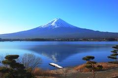 Vista laterale del lago della montagna Fuji, Giappone Fotografie Stock