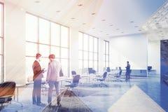 Vista laterale del pavimento dell'ufficio concreto dello spazio aperto tonificata Immagine Stock Libera da Diritti