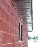 Vista laterale del primo piano di costruzione rossa Immagine Stock