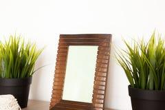 Vista laterale del telaio di legno della foto Immagini Stock