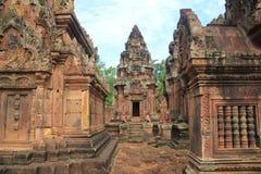 Vista laterale del tempio di Banteay Srei Fotografia Stock