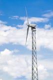 Vista laterale della turbina di vento industriale Immagini Stock