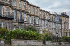 Vista laterale delle facciate d'annata a Edimburgo Immagini Stock Libere da Diritti