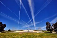 Vista laterale di Canberra Australia della sede del parlamento fotografia stock