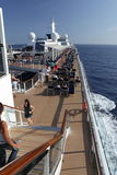 Vista laterale di Cruiseship con i rescueboats Immagine Stock