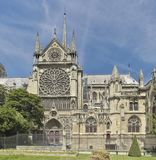 Vista laterale di Notre-Dame Parigi, Francia Fotografie Stock Libere da Diritti