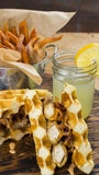 Vista laterale di un panino libero del pollo e della cialda del glutine Fotografie Stock Libere da Diritti