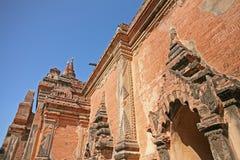Vista laterale di una pagoda in Bagan fotografia stock
