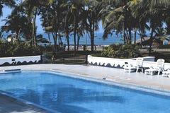 Vista laterale interna dell'hotel residenziale tropicale di lusso immagine stock