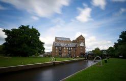 Vista levemente surreal de um moinho Georgian velho do ferro, Addlestone, Surrey Fotos de Stock