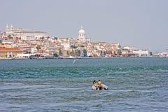 Vista a Lisbona con il Tagus Immagini Stock Libere da Diritti