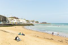 Vista litoral panor?mico larga da praia de Broadstairs em Kent, Inglaterra fotos de stock