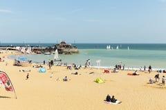 Vista litoral panor?mico larga da praia de Broadstairs em Kent, Inglaterra fotos de stock royalty free