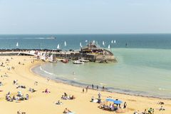 Vista litoral panor?mico larga da praia de Broadstairs em Kent, Inglaterra imagem de stock