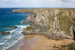 Vista litoral que olha norte do ponto de Carnewas, Cornualha, Reino Unido. fotografia de stock