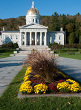 Vista longa do Statehouse de Vermont no outono foto de stock