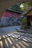 Vista a los argumentos del templo de Honmyo-ji, un templo budista de la secta de Nichiren fotos de archivo libres de regalías