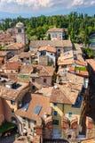 Vista a los tejados de Sirmione y del castillo de Scaliger Imágenes de archivo libres de regalías