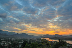 Vista Luang Prabang do monte de Phusi Fotos de Stock