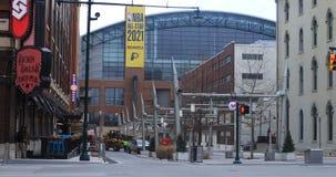Vista Lucas Oil Stadium della via a Indianapolis 4K archivi video