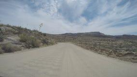 Vista lungimirante al rallentatore di guida di veicoli archivi video