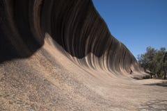 Vista lungo la roccia dell'onda fotografie stock