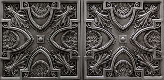 A vista luxuosa surpreendente agradável da prata detalhada, escura textured, teto metálico telha o fundo Imagens de Stock Royalty Free