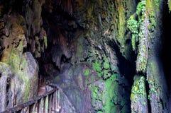 Vista mágica no profundo do ` da íris de Gruta do ` da caverna Imagens de Stock Royalty Free