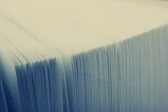 Vista macra de las paginaciones del libro Imagen entonada Copie el espacio para el texto fotografía de archivo