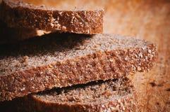 Vista macro do pão de mistura cortado imagens de stock royalty free