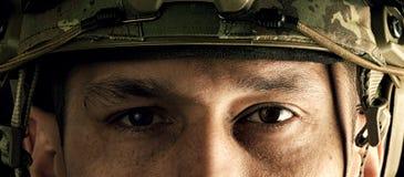Vista macro dos olhos do militar Imagens de Stock