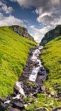Vista maestosa sulla cascata nelle alpi austriache Fotografie Stock