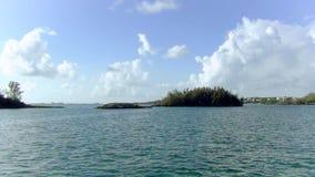 Vista magnífica de Bermudas con las casas magníficas y los árboles verdes atlanta almacen de metraje de vídeo