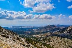 Vista magnífica del paisaje de la isla mediterránea Naxos en Grecia imagen de archivo