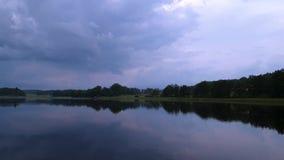 Vista magnífica del paisaje de la naturaleza en la tarde tranquila del verano almacen de video
