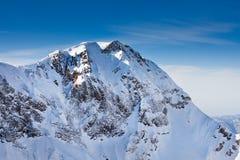 Vista magnifica del picco di montagne di Caucaso Fotografia Stock