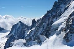 Vista magnifica delle alpi nevose ripide dello svizzero delle scogliere Fotografia Stock