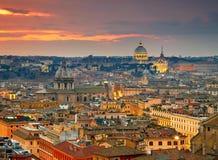 Vista maravillosa de Roma en el tiempo de la puesta del sol Fotos de archivo libres de regalías