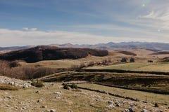 Vista maravillosa a las montañas en el parque nacional Durmitor en Montenegro, Balcanes europa Cárpato, Ucrania, Europa - Imagen foto de archivo