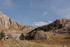 Vista maravillosa a las montañas en el parque nacional Durmitor en Montenegro, Balcanes europa Cárpato, Ucrania, Europa - Imagen fotos de archivo libres de regalías
