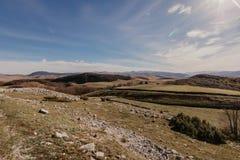Vista maravillosa a las montañas en el parque nacional Durmitor en Montenegro, Balcanes europa Cárpato, Ucrania, Europa - Imagen imágenes de archivo libres de regalías