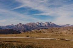 Vista maravillosa a las montañas en el parque nacional Durmitor en Montenegro, Balcanes europa Cárpato, Ucrania, Europa - Imagen imagen de archivo