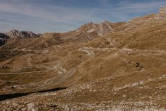 Vista maravillosa a las montañas en el parque nacional Durmitor en Montenegro, Balcanes europa Cárpato, Ucrania, Europa - Imagen fotografía de archivo libre de regalías