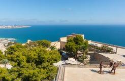 Vista Mediterranea e spagnola della linea costiera in cima a Castell Santa Fotografia Stock Libera da Diritti