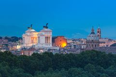 Vista meravigliosa aerea di Roma alla notte, Italia immagini stock