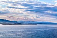 Vista meravigliosa sul paesaggio della montagna, Norvegia Fotografie Stock Libere da Diritti