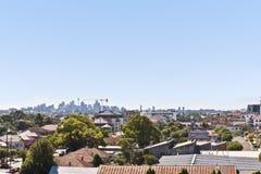 Vista moderna del villaggio o della città da sopra le case Immagini Stock Libere da Diritti