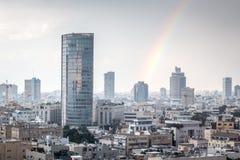 Vista moderna di paesaggio urbano con l'arcobaleno Immagine Stock Libera da Diritti