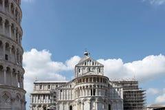 vista molto piacevole della torre di Pisa immagini stock